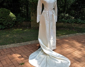 50's Ivory Wedding Gown Wiggle Dress with Long Detachable Train and Chantilly Lace  Size XS