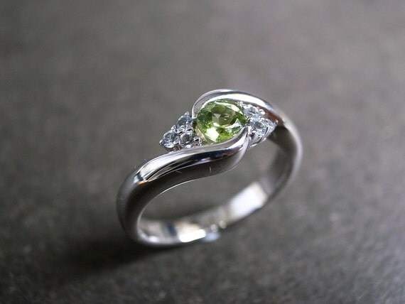 Wedding Ring with Peridot in 14K White Gold
