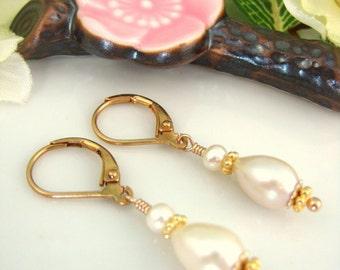 Ivory pearl tear drop bridesmaid drop earrings, ivory pearl bridal earrings, ivory pearl bridesmaid earrings, Christmas gift pearl earrings