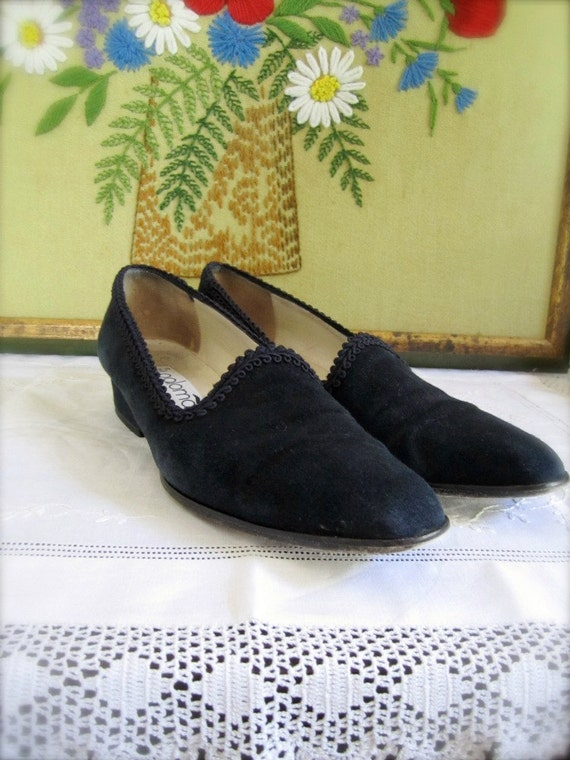 Vintage Shoes // 80s Navy Blue Italian Suede Leather // 8 // 39