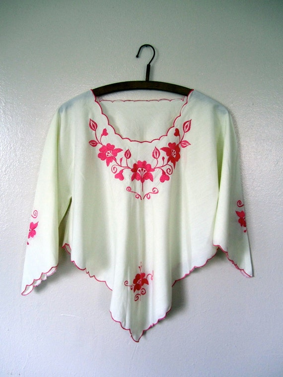 SALE Vintage Blouse / 60s folk shirt / Medium