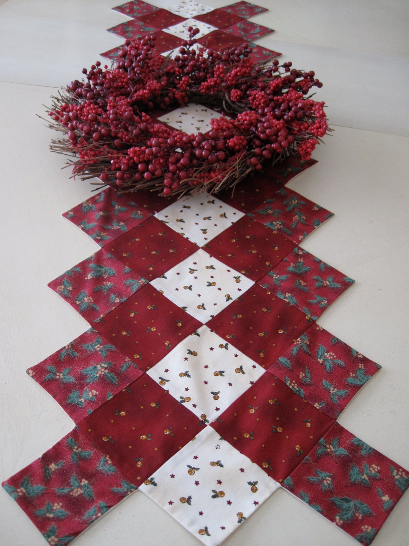 red christmas table runner. Black Bedroom Furniture Sets. Home Design Ideas