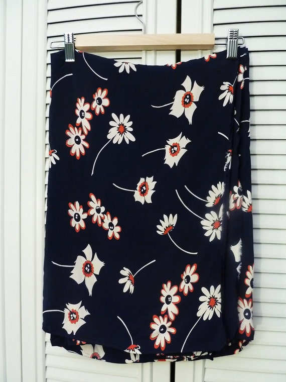 3 yards Vintage 1940s Floral Navy Blue Rayon Fabric w/ White Red Flowers 109in x 39in