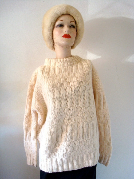 1960s Wool Sweater / 60s hand knit pullover sweater / vintage fall winter fashion