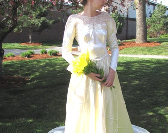Antique Ivory 1940s Satin and Lace Wedding Gown / Vintage Champagne Classic Wedding Dress
