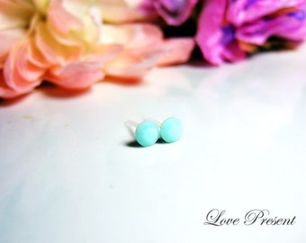 PIF - Swarovski Crystal Cartilage earrings stud style -  Color Mint Alabaster