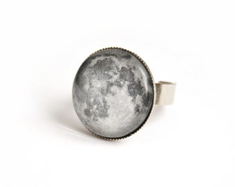 Moon adjustable ring with glass cabochon