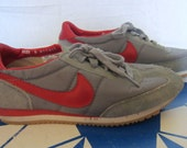 Vintage Amazing 1980 NIKE SWOOSH RUNNING Grey Red Women Size 6 Athletic Comfortable Shoes