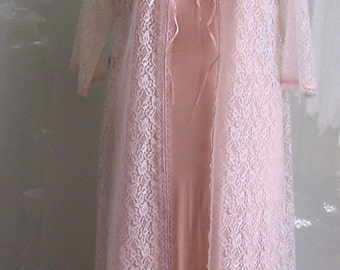 """1960s Robe, Dressing Gown, Brunch Coat - White Cotton Lace w Pink Ribbon - NWT, NOS - Size 36"""" Bust - Perfect Condition- Baby Doll Lingerie"""