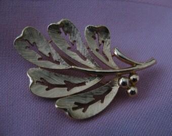 Vintage Goldtone Brooch Oak Leaf Brushed Metal