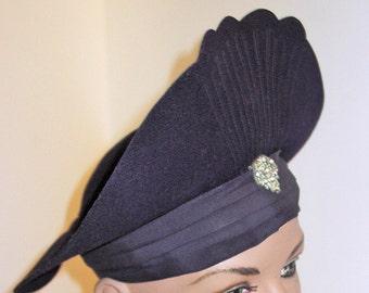 REDUCED 1930s Womens Art Deco Felt Hat