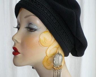 Black Polar Fleece Beret with Black Beadette Trim