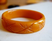 vintage butterscotch carved bakelite bangle