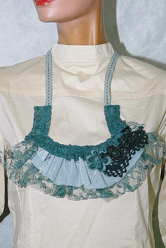 Marina's necklace extravagant