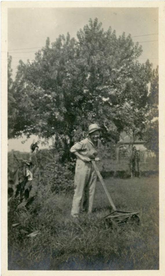 "Vintage Photo ""Summer Chores"", Photography, Paper Ephemera, Antique, Snapshot, Old Photo, Collectibles - 0064"