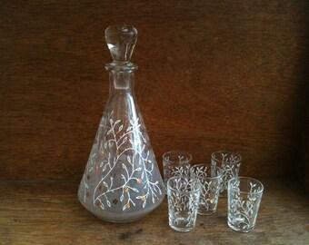 Vintage English wine water jug decanter flower design glasses circa 1960's / English Shop