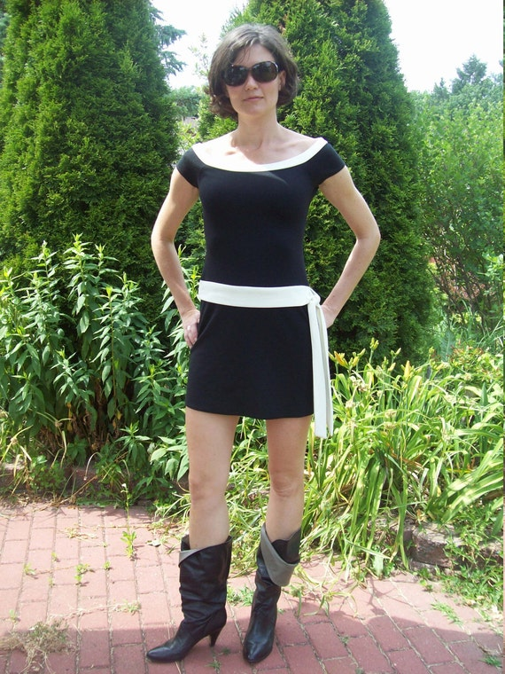 Fab 80s Mini Dress Black And White With Attached Side Sash / Body Con Dress