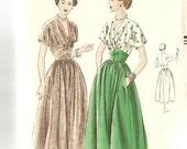 1940s Vintage Sewing Pattern V Neck Dress Vogue 6735 Factory Fold complete Bust 32