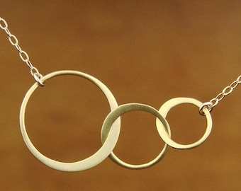30th Birthday Gift for Her, Three Circle Necklace, Gold or Silver Three Circle Three Sister Necklace Best Friend for 3