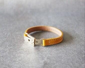 Belt Buckle Ornament Leather Bracelet(Yellow)