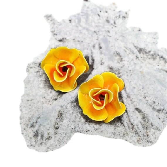 Yellow Rose Earrings, Vintage Clip On Earrings, 1960s, Yellow Flowers