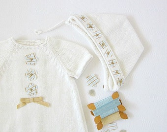Knitted dress and cap set in off white organic cotton with little flowers. ITEM UNIQUE size newborn.