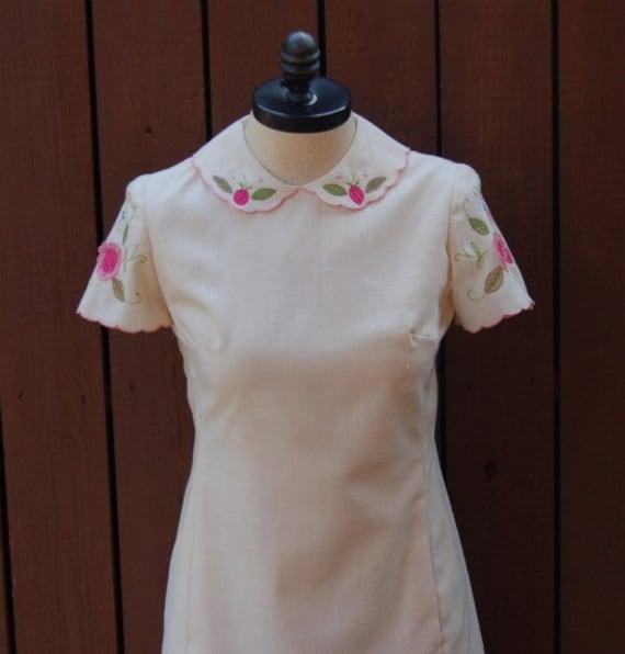 Vintage Linen Dress from Garfinckel's / Linen Dress / Short Sleeve Dress / Applique Dress / Vintage Dress / Size 12 Dress / Summer Dress