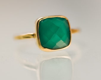 Cushion Green Onyx Ring Gold - Solitaire Ring - Green Stone Ring - Stacking Ring - Gold Ring- Cushion Cut Ring