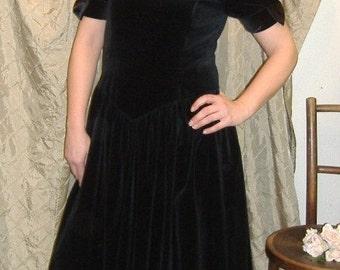 Lovely Vintage Maggie Breen Black Velvet Dress