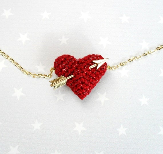 Necklace crochet red heart and gold arrow..