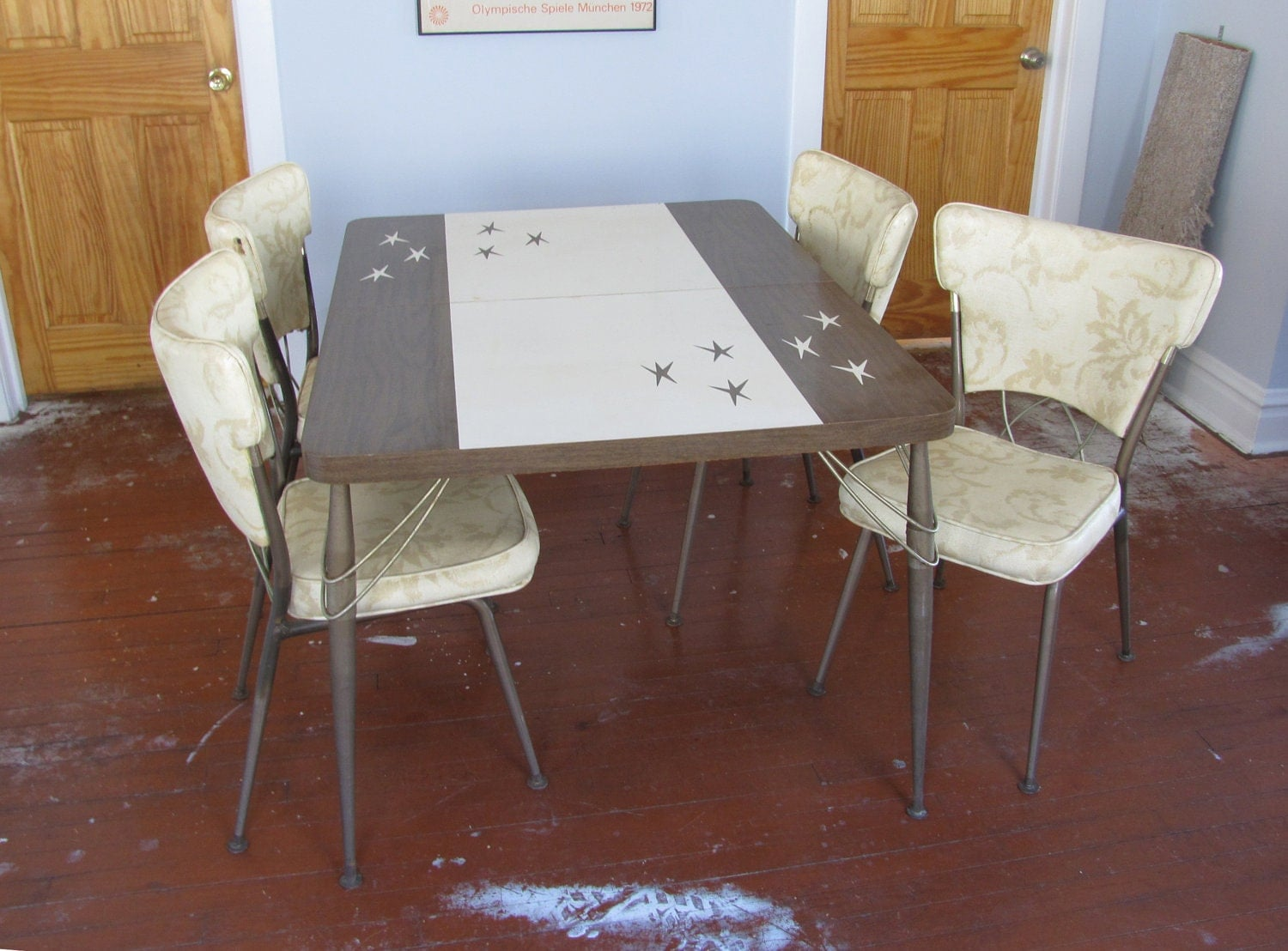 Atomic 1950s formica dinette / kitchen table with four chairs