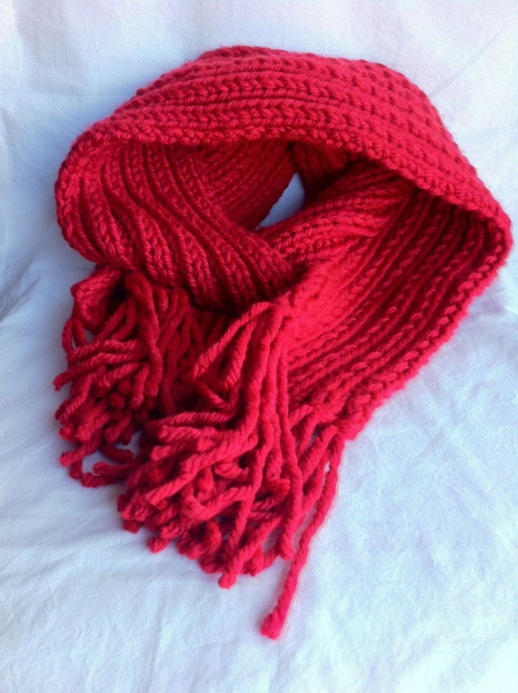 Chunky knit fringed scarf in red