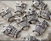 Charms : 10 Antique Silver Owl Charms | Silver Ox Owl Pendant | Silver Owl Drop -- Lead, Nickel & Cadmium Free 51615.A8