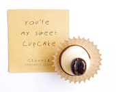 Wedding Cupcake, Magnet Lampwork Glass personalized cupcakes, Little gift idea