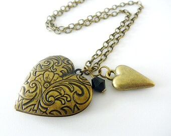 Locket Antiqued engraved with an extra heart and stunning black crystal