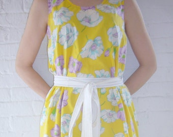 1950s Yellow Wrap Dress 50s Vintage White Floral Fit and Flare Day Dress V Back Full Skirt Cotton Medium Sundress Summer Garden Party Dress