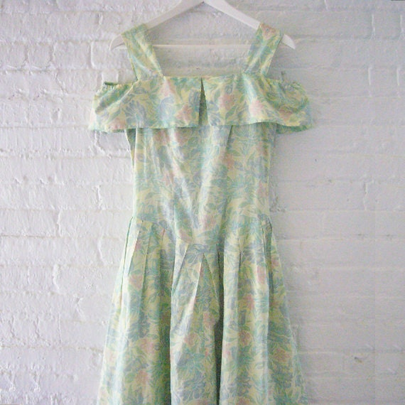 Pastel Green Floral Fit and Flare Dress 80s Vintage Small Cotton Momentos Off Shoulder Sundress Full Pleated Skirt Summer Garden Party Dress