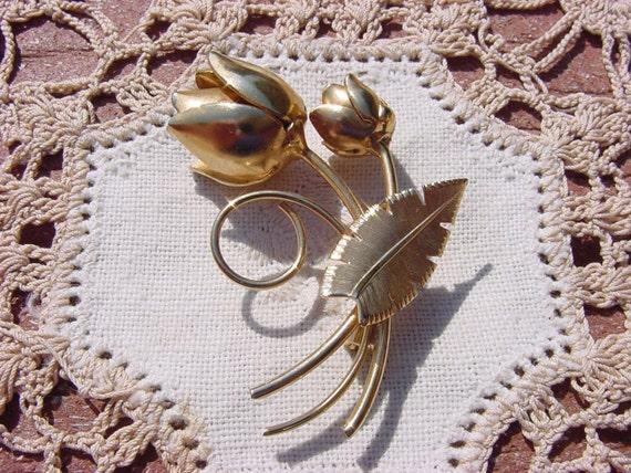 Vintage Goldtone Thistle Flower Brooch