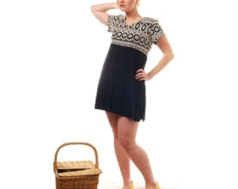 Mod Stitches- Vintage dress- tribal -size med/ Lrg