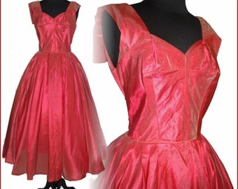 Vintage 1950s Dress//50s Gown// Formal //Party Dress//Red