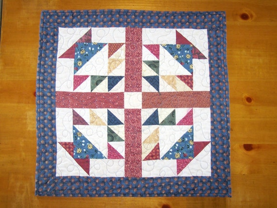 CLEARANCE Baskets Primitive Table Runner Wall Hanging Quilt in Thimbleberries Fabrics Myra Barnes Busy Hands Quilts