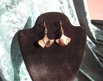 Textured brass dangle ginkgo leaf earrings (MX-11001-007)