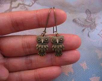 Clearance Sale Owl Earrings - Antiqued Bronze, Textured Owl Charm, Kidney Earwires - Gift for Her, Gift under 10, jingsbeadingworld