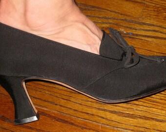Anne Klein / Black Satin Shoes / Tie Pumps / Size 7 1/2  / Beautiful