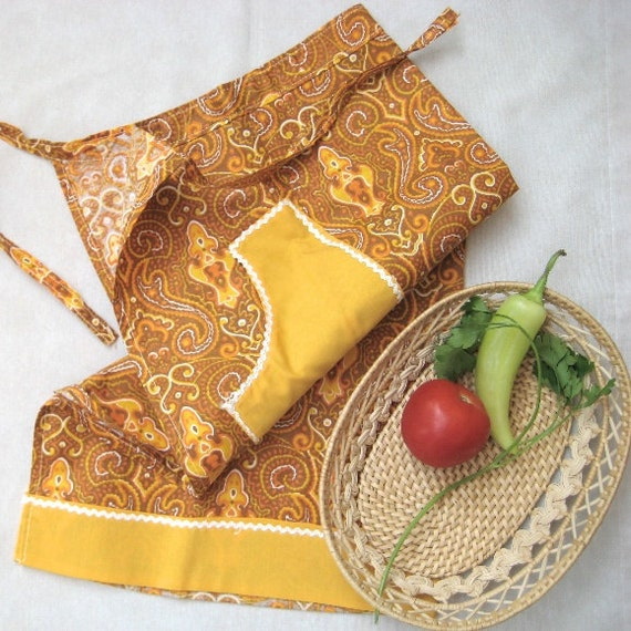 Vintage 1960s  Hostess Apron Fabric Stamped Floral Yellow Brown Pocket Women Clothing Country Kitchen Medium size