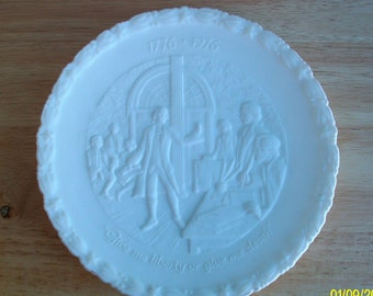 FENTON White Milk Glass Bicentennial Commemorative Decorative Plate Fenton Glassware