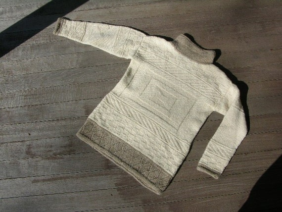 Hand made vintage Woman's pullover sweater. Turtleneck. Small Petite 0 plus.