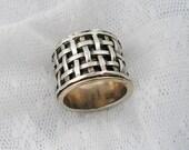 Spinner ring. Sterling silver gold spinner ring, Gold spinner ring. Criss-cross spinner ring (gsr-7075).unisex ring, Wide spinner ring