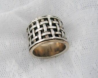 Spinner ring. Sterling silver gold spinner ring, Gold spinner ring. Criss-cross spinner ring..unisex ring, (gsr-7075-953-956-984)