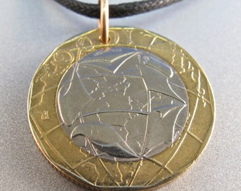 Vintage ITALIAN COIN NECKLACE  lire italy charm pendant  bimetal map coin . globe necklace. for him. mens coin No.001769